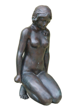 Kneeling Lady bronze statue