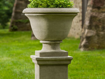 Greenwich Urn on Pedestal